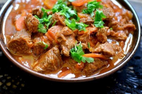 Смажена яловичина з овочами на сковороді