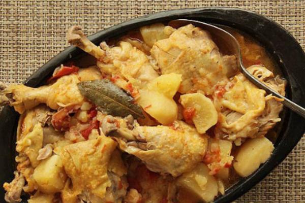 Тушеная курица с картошкой в мультиварке