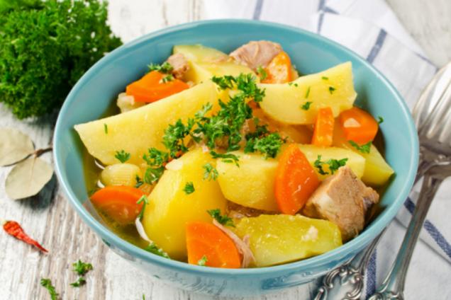 Тушена курка з картоплею в духовці