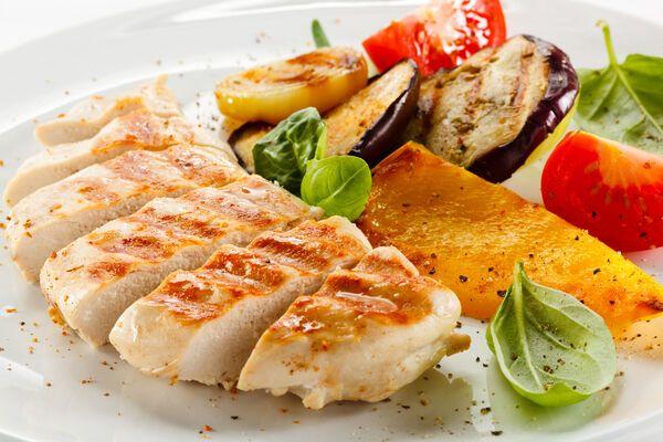 Смажене куряче філе з овочами