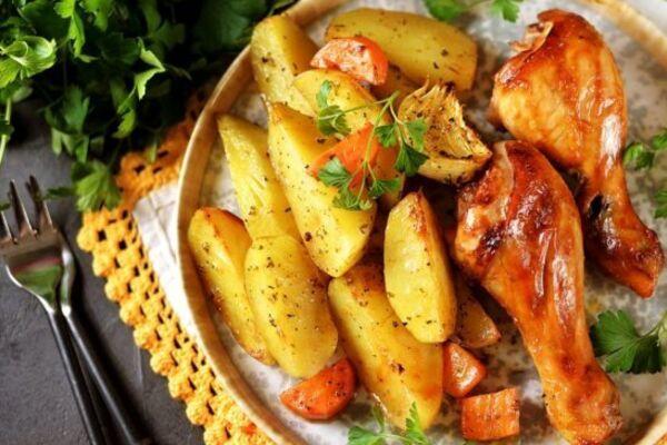Курка з картоплею в рукаві