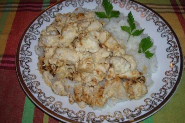 Тушеная курица в сметане с чесноком