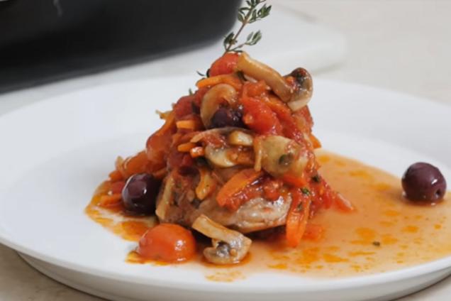 Курица, тушеная с помидорами по-итальянски