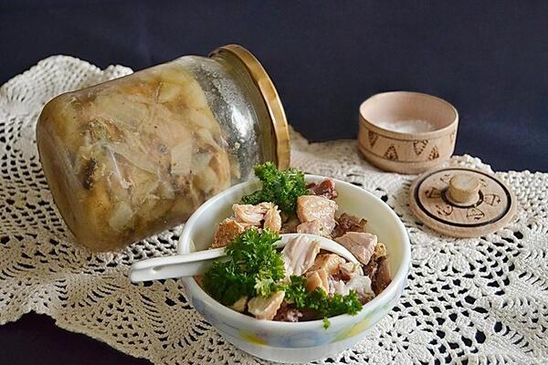 Курка в банці з овочами