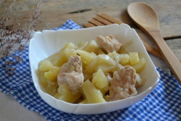Курка в банці з картоплею