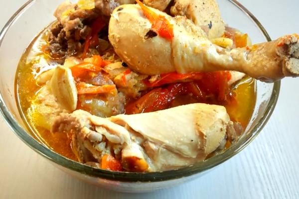 Курка в банці з болгарським перцем