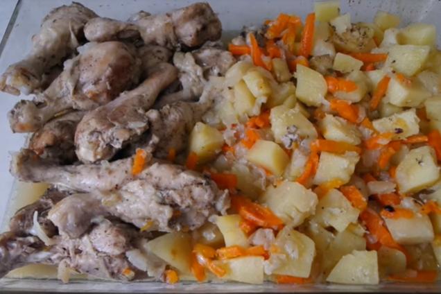 Курица в банке с овощами в собственном соку