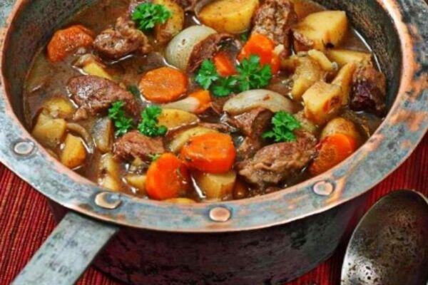 Жареная баранина с картофелем и овощами