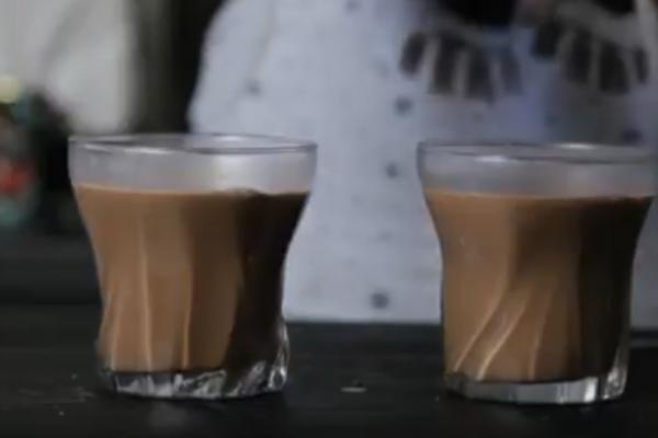 Гарячий шоколад із розчинною кавою