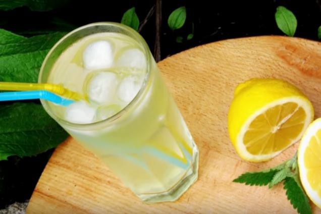 Лимонний лимонад з мелісою