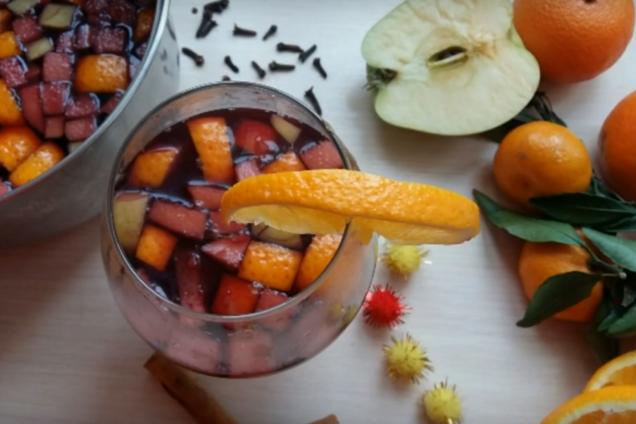Глинтвейн с апельсином и яблоком