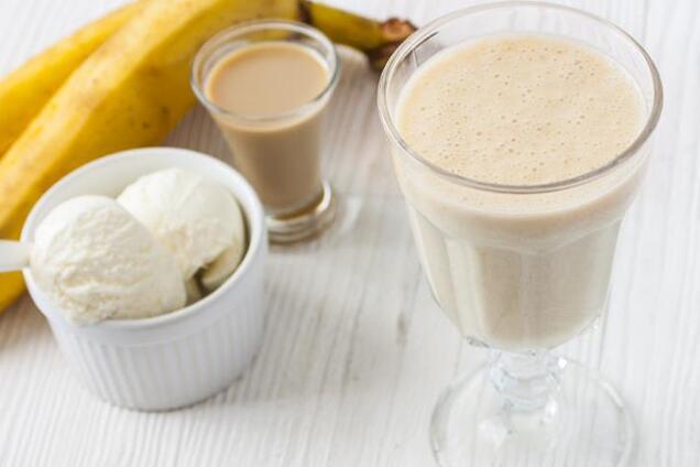 Банановий коктейль із морозивом