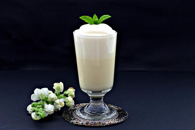 Молочный коктейль с ванильным мороженым