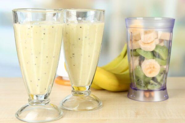 Молочний коктейль з банана і ківі