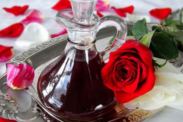 Лікер із чайної троянди й полуниці