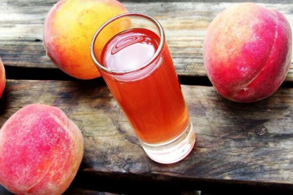 Персикова наливка на спирту