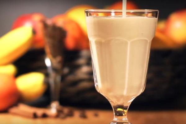 Банановый коктейль с ромом