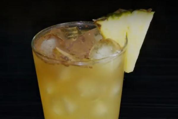 Коктейль с ромом и ананасовым соком