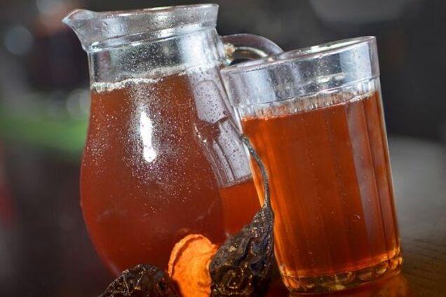 Узвар із сушеними грушами і медом