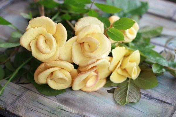 Бюджетні троянди