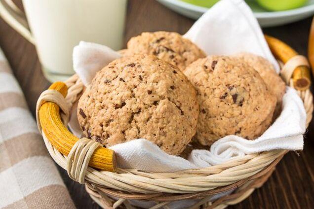 Овсяное печенье с изюмом и патокой