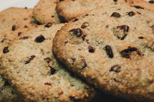 Овсяное печенье с черным шоколадом