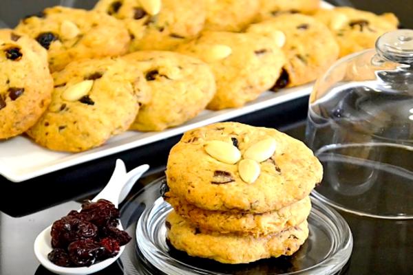 Вівсяне печиво з вишнею та шоколадом