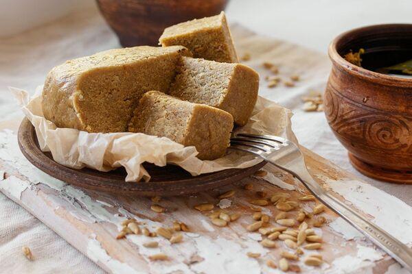 Домашня халва з насіння та меду