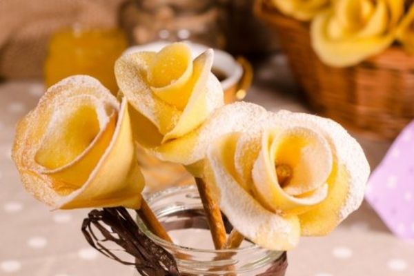 Бісквітні троянди