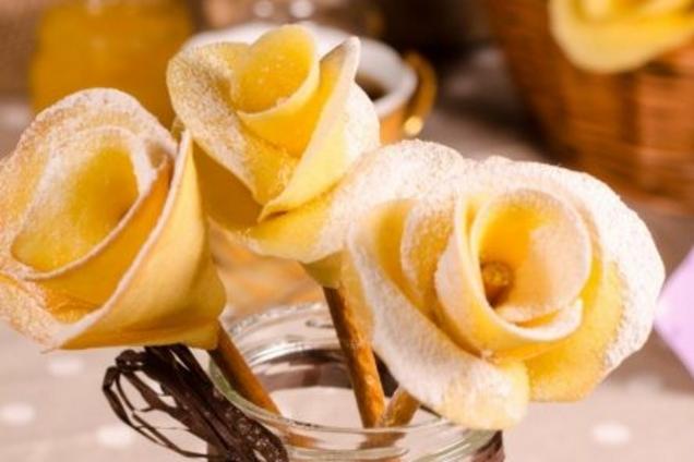 Розы на соломке