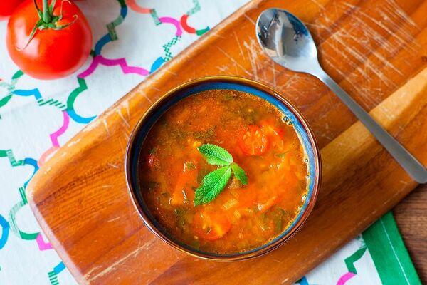 Харира с помидорами и луком