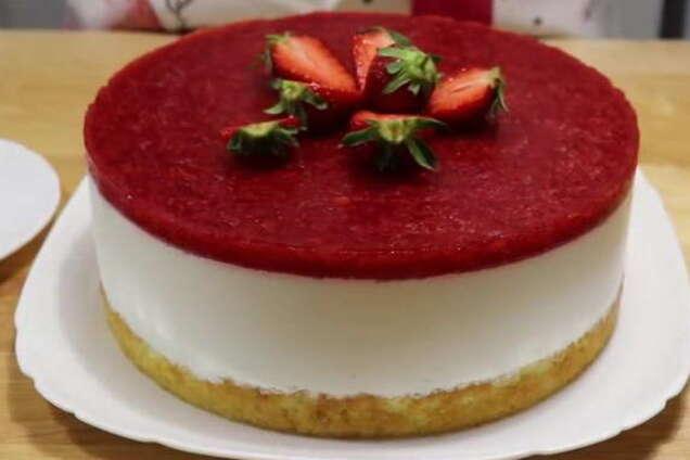 Бісквітний торт з фруктами і желе