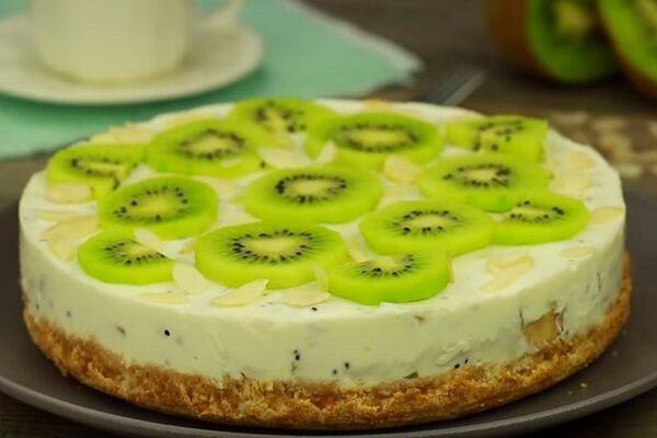 Торт без випікання з фруктами
