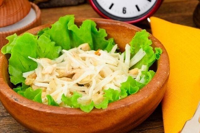 Салат з дайконом і куркою