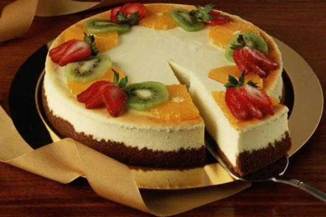 Торт суфле з фруктами