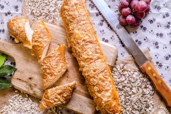 Багет с сыром и чесноком