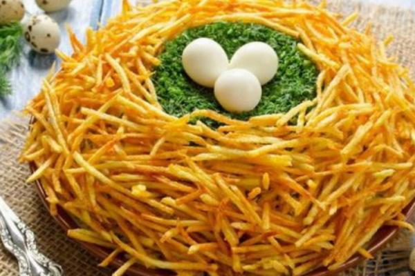 Салат ''Гніздо глухаря'' з картоплею фрі