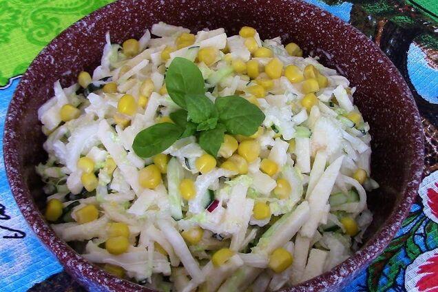 Салат с дайконом и кукурузой