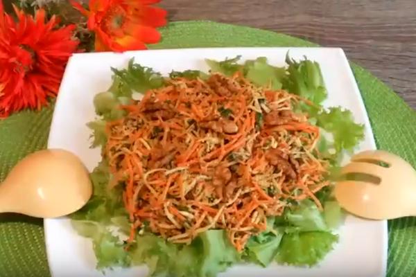 Салат із селерою та морквою