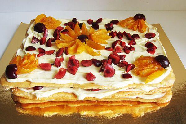 Торт із заварного тіста з фруктами