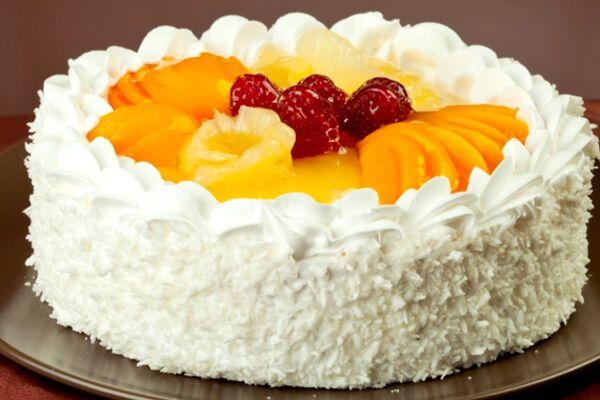 Торт с фруктами сверху