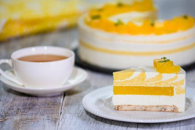 Желейно-йогуртовый торт с фруктами