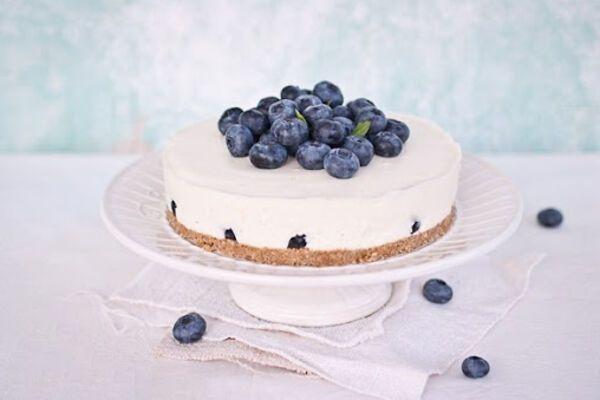 Йогуртовий торт з ягодами без випічки