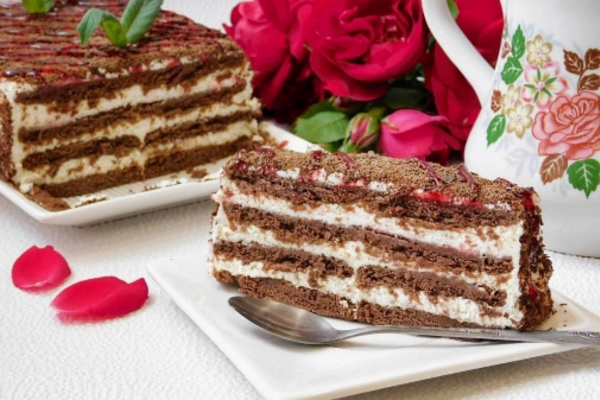Торт без выпечки из печенья и творога