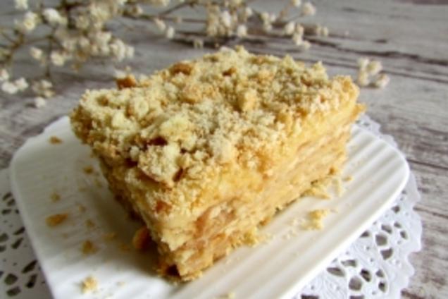 Торт без выпечки из печенья и бананов