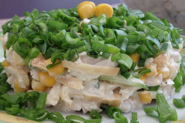 Салат із куркою та огірками