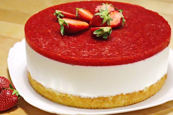 Желейний торт з полуницею