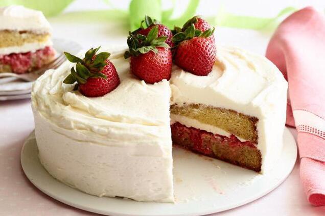 Торт с клубникой и желе