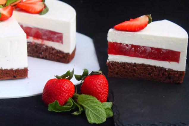 Торт с клубникой и творогом