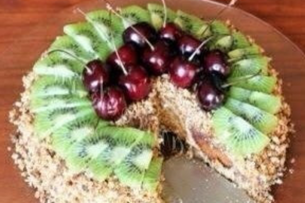 Торт із пряників з фруктами
